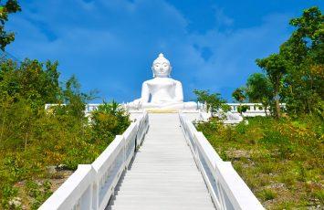 White Buddha statue, Pai