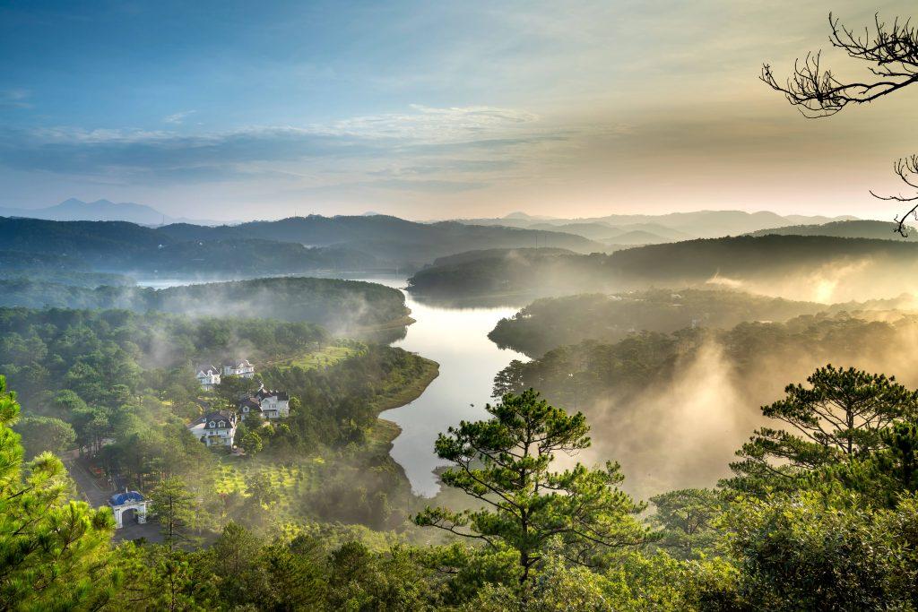 Tuyen Lam Lake, Pinhatt Mountain, Da Lat