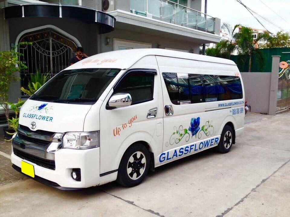 Standard Minivan 9 PAX