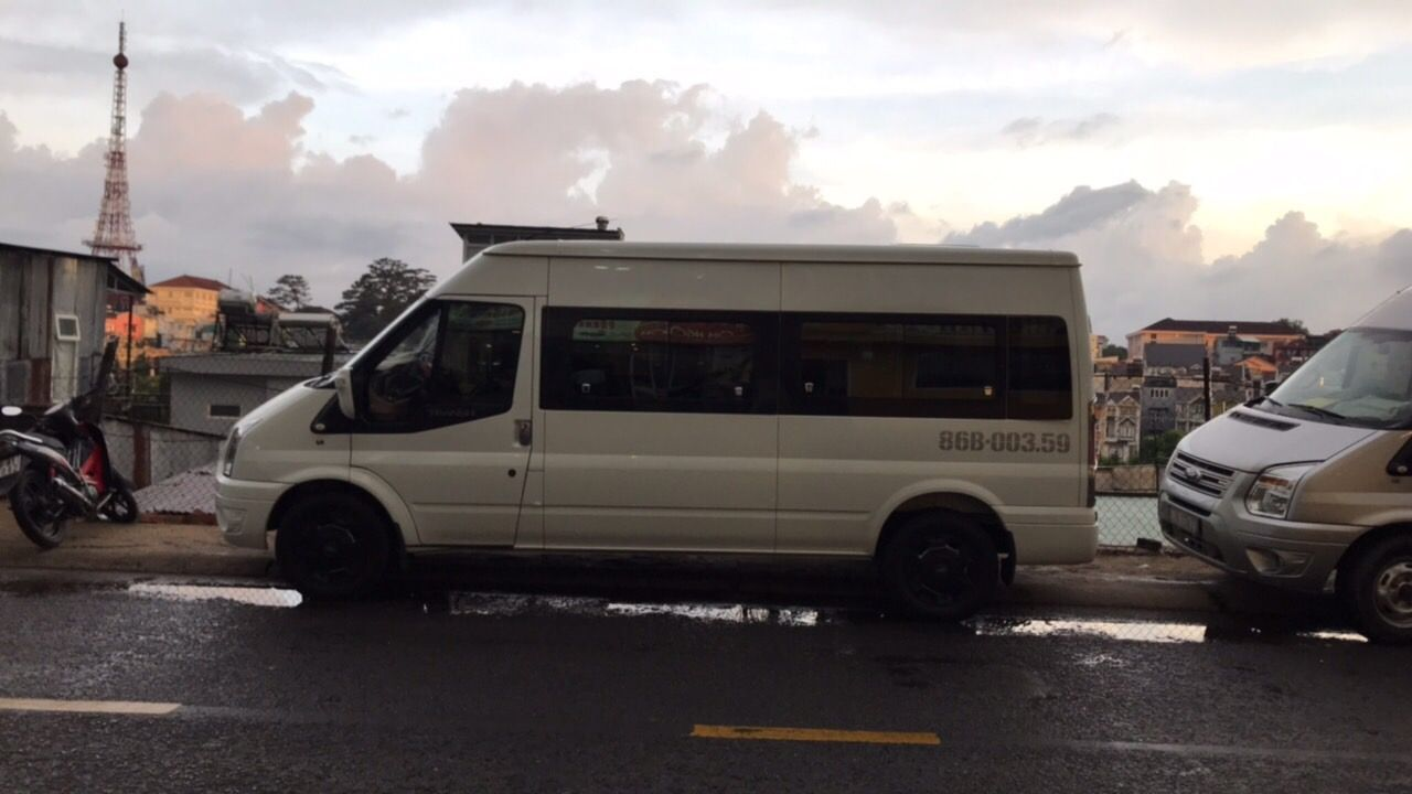 Standard Minivan 12 PAX
